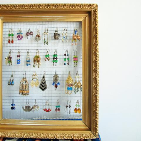 DIY: Gilded Frame Jewelry Display | Kiku Corner
