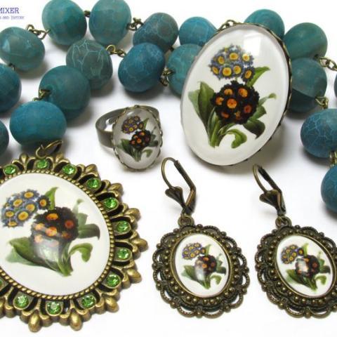 Jewellery set with primulas